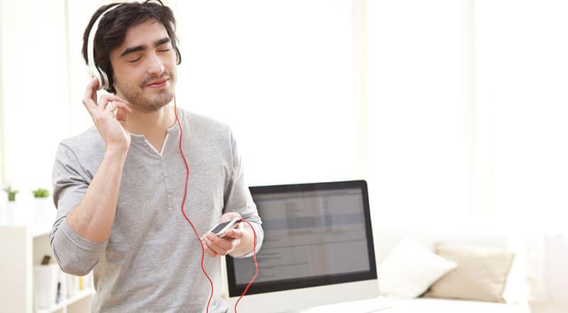 موسیقی گوش کردن
