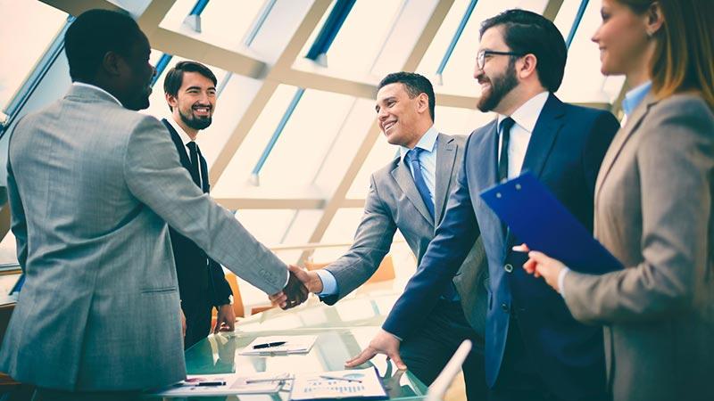 سرمایه گذار و شریک تجاری