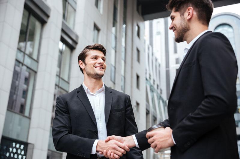 هوشمند و با روابط تجاری قوی
