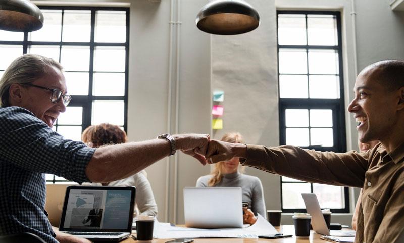 افرادی را به تیم خود دعوت کنید که بدانند چطور بهخوبی UX و محتوا را با یکدیگر ترکیب کنند
